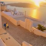 白に染められた街「ギリシャ・サントリーニ島」で世界で一番美しい夕日を世界一大切な人と,,,