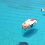 """""""宙に浮かぶ船""""息を飲むくらいの透き通る海、イタリア最南端の楽園「ランペドゥーザ島」"""